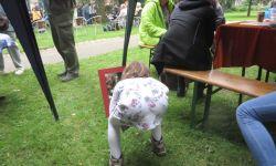 Das Ergebnis wird bewundert - Sommerfest der Stiftung Anscharhöhe